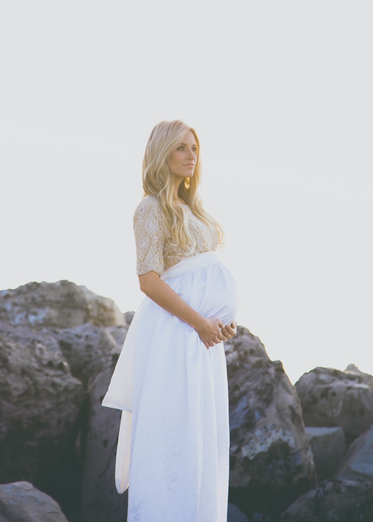 Maternity photography by Utah photographer Madison Larsen