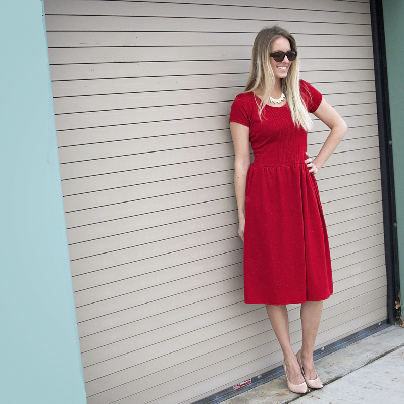 How to Take in a Dress, a sewing tutorial featured by top US sewing blogger, Kara Metta | How to take a dress in with pictures // This is such an essential skill for looking great in clothes AND saving money // Kara Metta #sew #tailoryourclothes