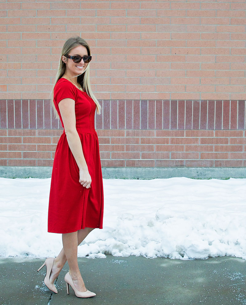 How to Take in a Dress, a sewing tutorial featured by top US sewing blogger, Kara Metta | How to take a dress in and make it more fitted with pictures // This is such an essential skill for looking great in clothes AND saving money // Kara Metta #sew #tailoryourclothes