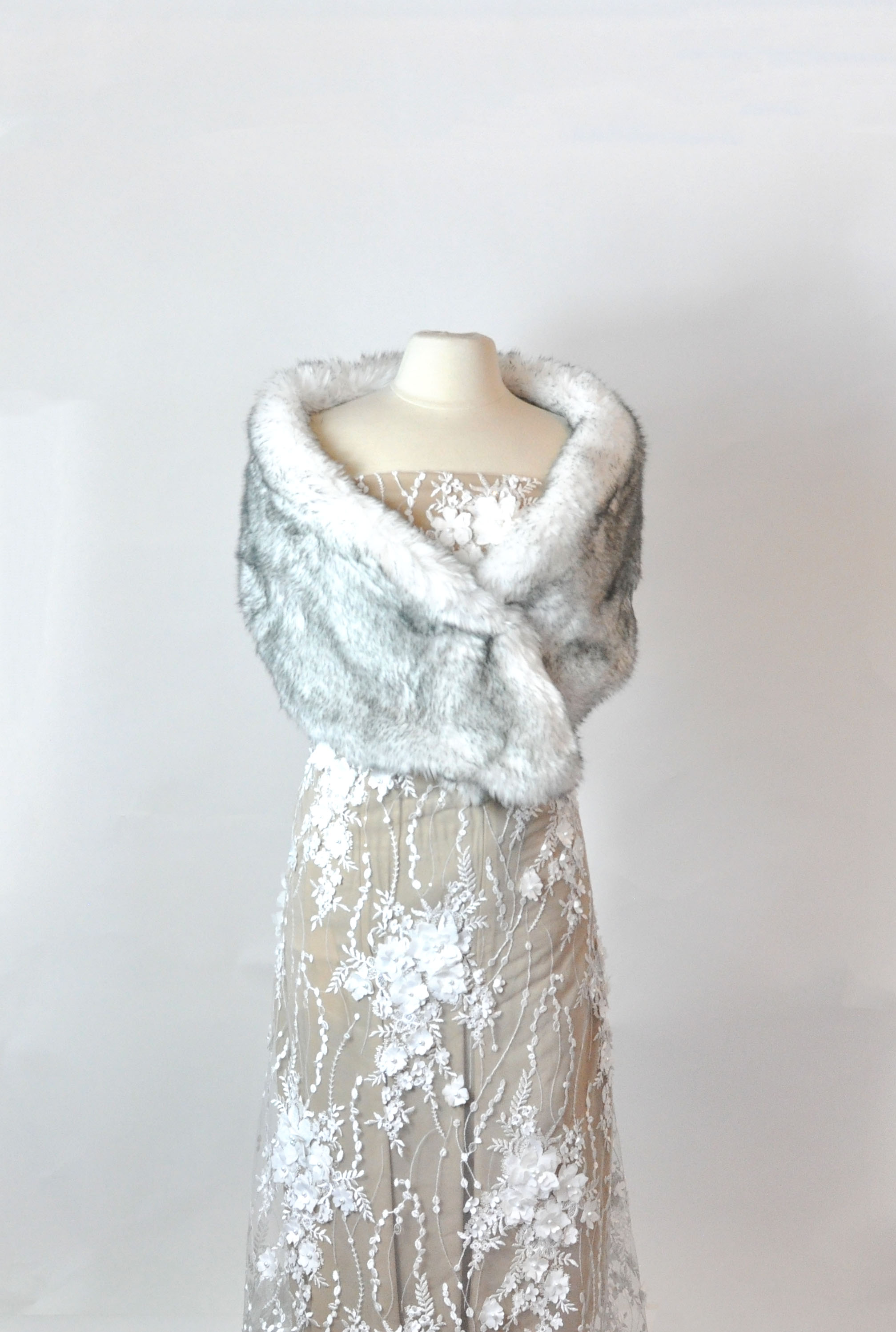 DIY faux fur stole. Takes less than an hour and looks beautiful for winter weddings of vintage ensembles. #diyfashion | Faux Fur Stole Pattern by popular Utah sewing blog, Kara Metta: image of a faux fur stole on a mannequin.