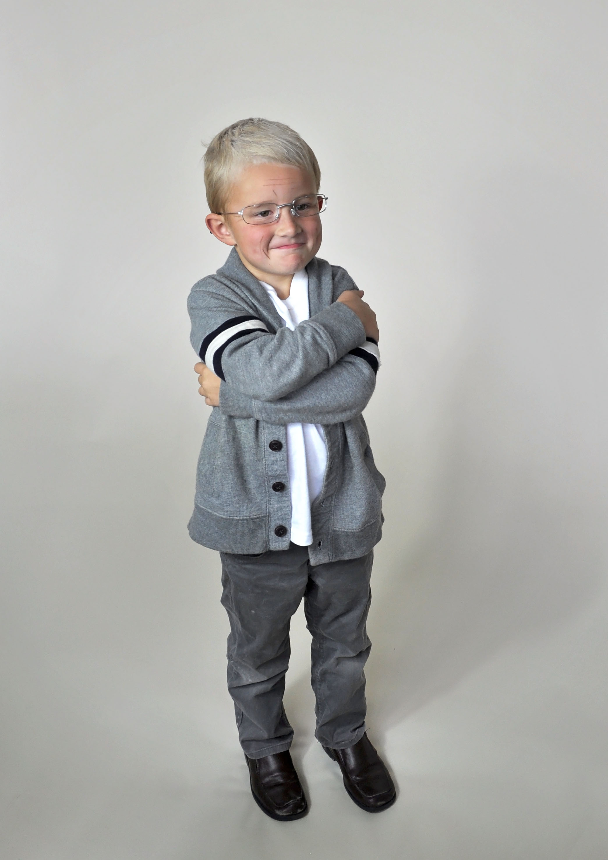 Ridiculously easy last minute halloween costumes. Old man--use flour to whiten hair, draw on wrinkles with an eyebrow pencil, and pop the lenses out of some dollar store reading glasses.