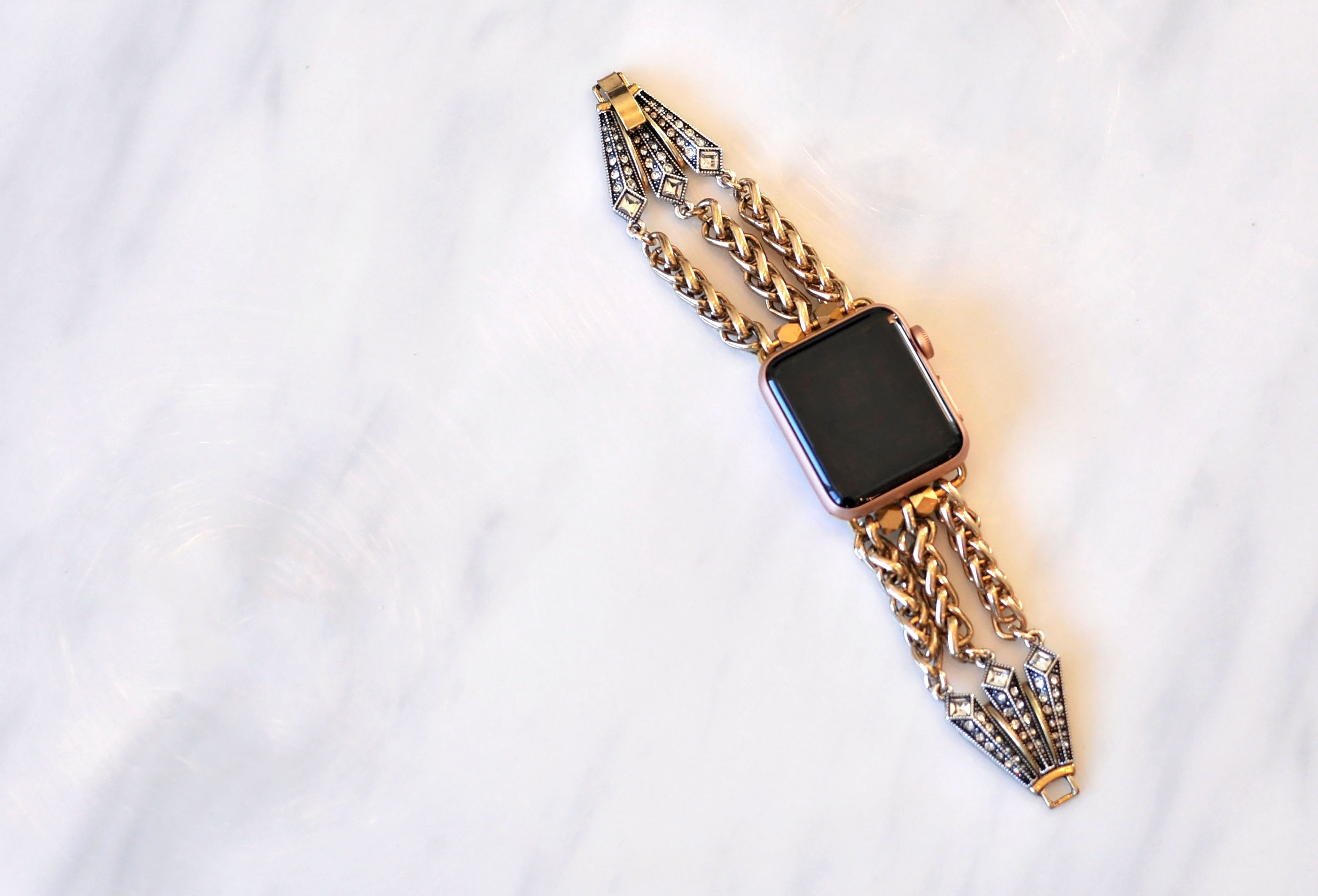 Fashion apple watch band for women. I didn't even know such a pretty band existed. What a great gift idea! Plus, a 20% off promo code on this site.