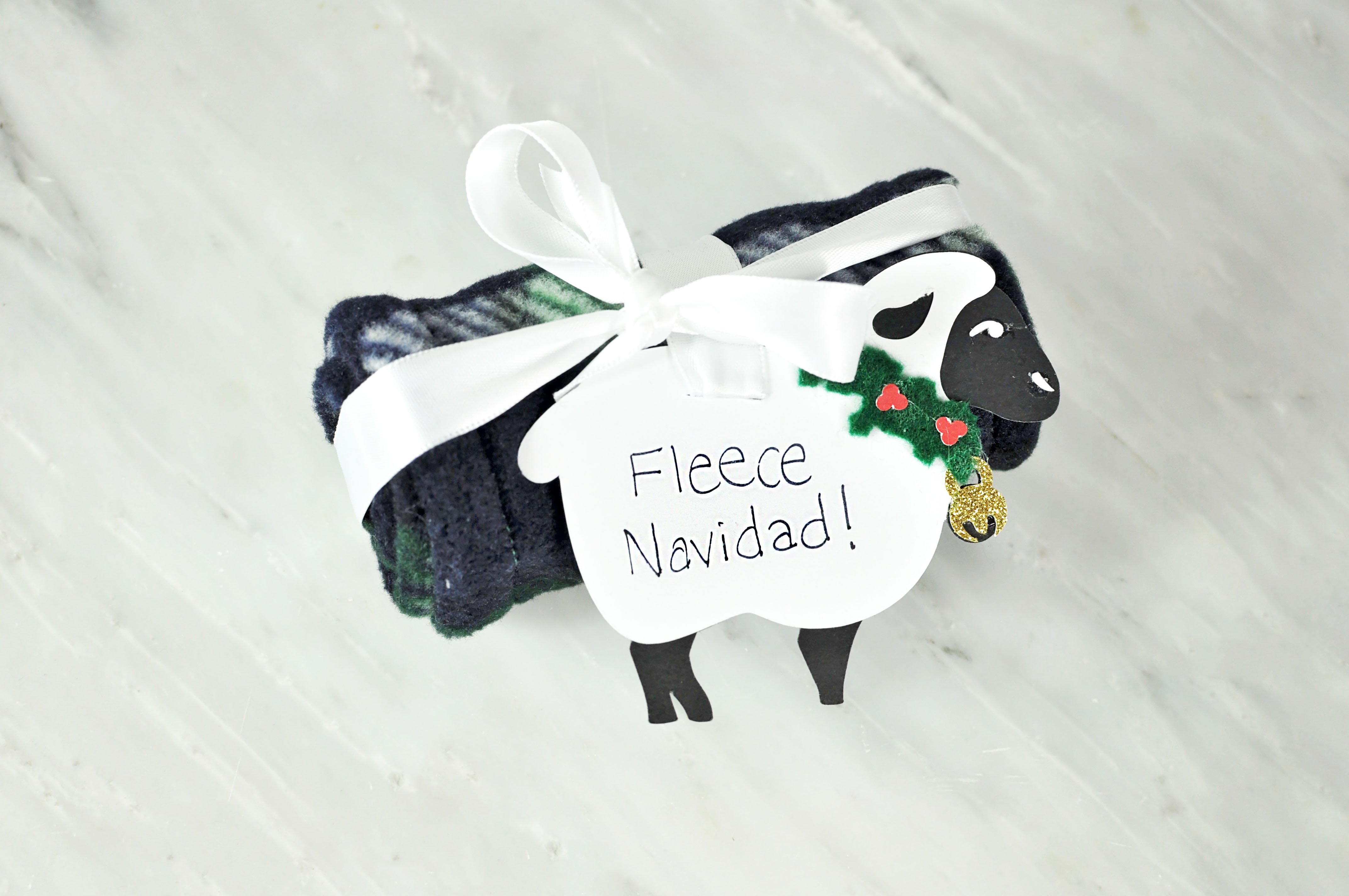 "DIY Fleece Handband--super easy homemade gift, love the ""fleece Navidad"" pun!"
