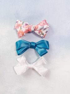 Easy no-sew ribbon bows. Love how fast I can whip these up! #handmadewithJOANN