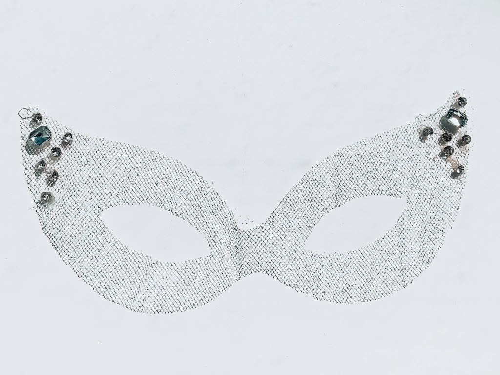 5 minute easy diy masquerade masks // made with glow in the dark tulle from JOANN